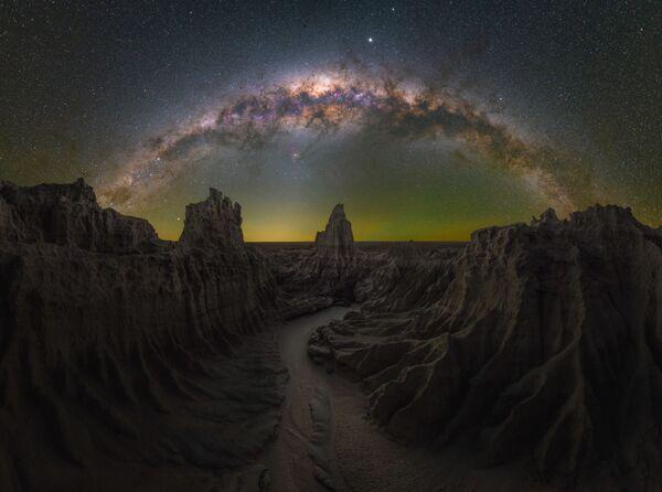 Daniel Thomas Gum氏の作品『Dragon's Lair(竜の隠れ家)』  オーストラリア・ニューサウスウェールズ州マンゴで撮影 - Sputnik 日本