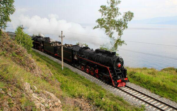バイカル湖沿いを走るエクスカーション用蒸気機関車 - Sputnik 日本