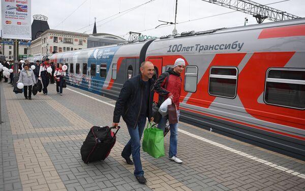 ウラジオストク発モスクワ行きの列車 終点ヤロスラフ駅に降り立った乗客たち - Sputnik 日本