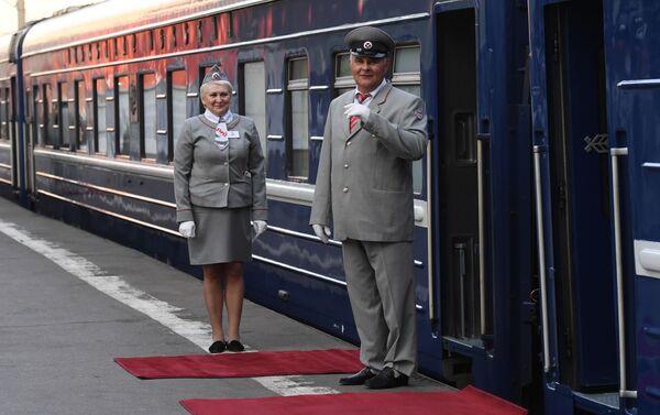 モスクワ発の豪華客車の車掌 - Sputnik 日本