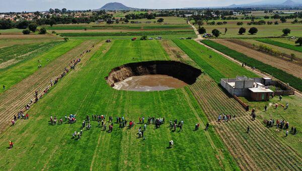 メキシコの巨大な陥没 - Sputnik 日本
