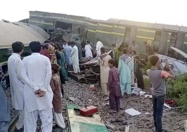 パキスタンの列車衝突事故