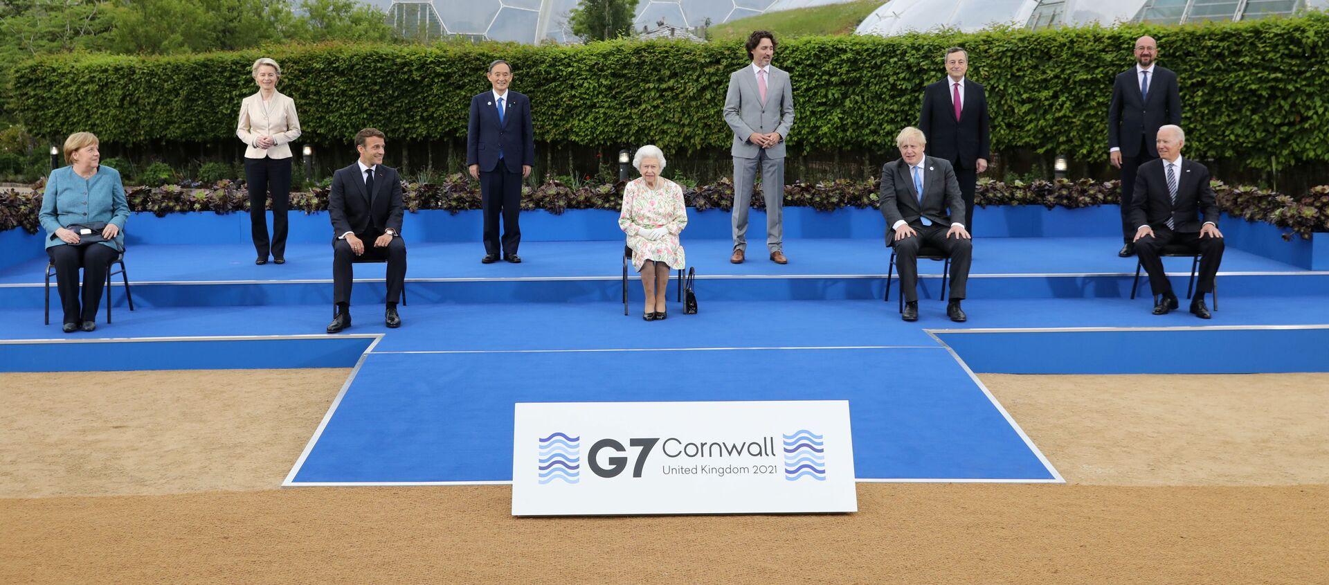 Лидеры стран-участниц саммита G7 во время группового фотографирования в Корнуолле - Sputnik 日本, 1920, 19.09.2021