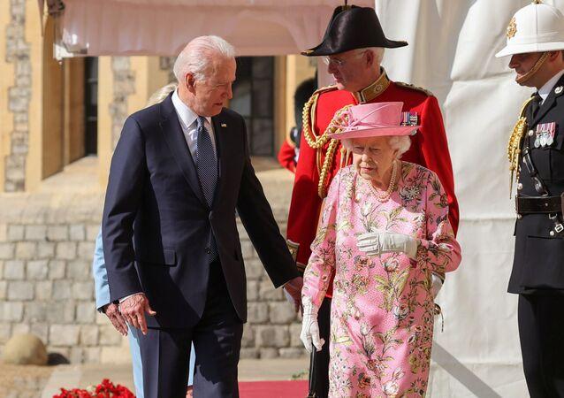 ジョー・バイデン米大統領とエリザベス女王