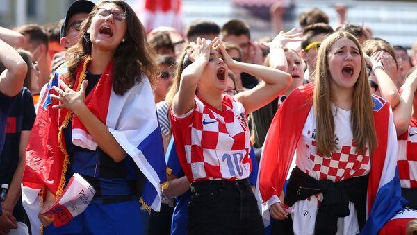 グループリーグD組第1節、イングランド対クロアチアの試合を観戦するサポーター - Sputnik 日本