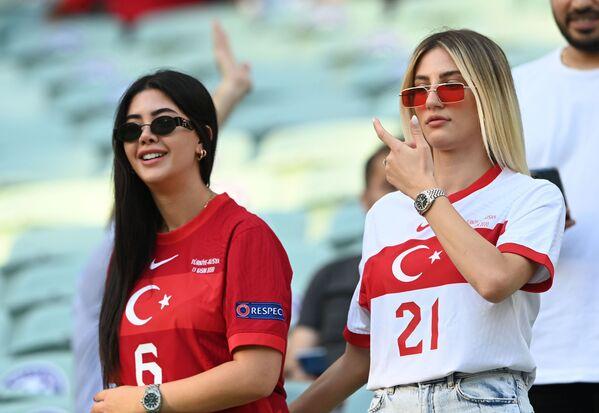 アゼルバイジャン・バクーで行われたグループA第2節、トルコ対ウェールズの試合を観戦するトルコのサポーター - Sputnik 日本
