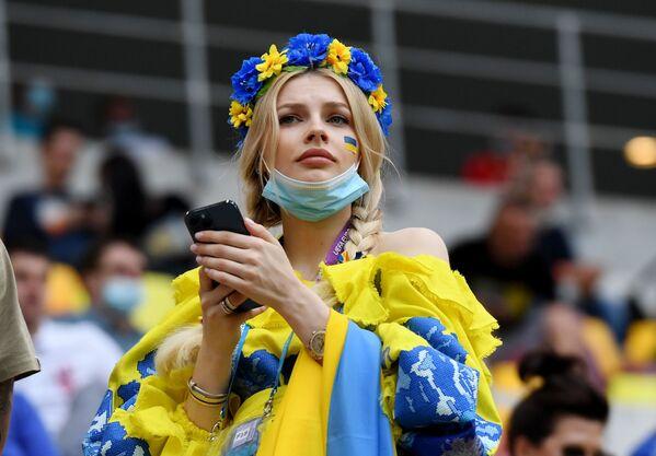 ルーマニア・ブカレストで行われたグループC第2節、ウクライナ対北マケドニアの試合を観戦するウクライナのサポーター - Sputnik 日本