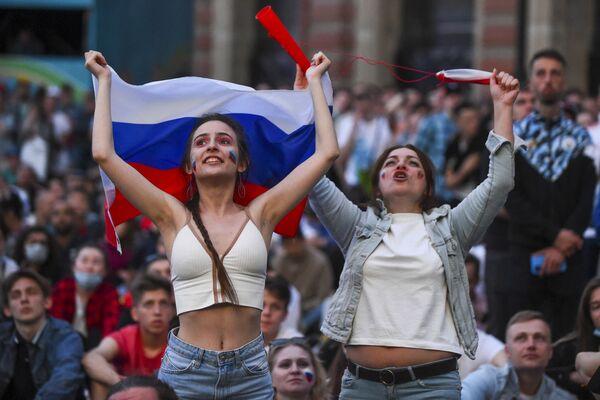 ロシア・サンクトペテルブルクでグループ行われたグループB第1節、ロシア対ベルギーの試合を観戦するロシアのサポーター - Sputnik 日本