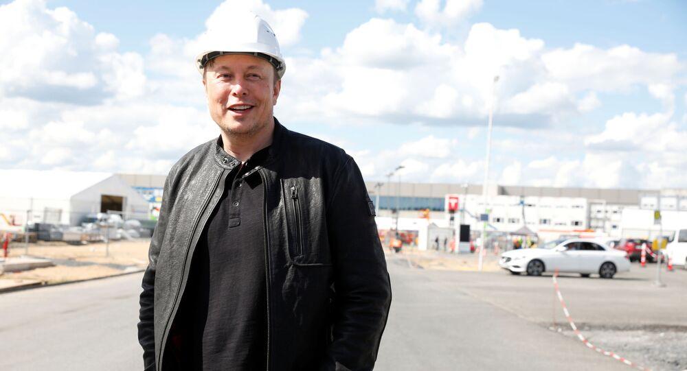 イーロン・マスク氏 自動操縦の開発で機能の再評価を承認