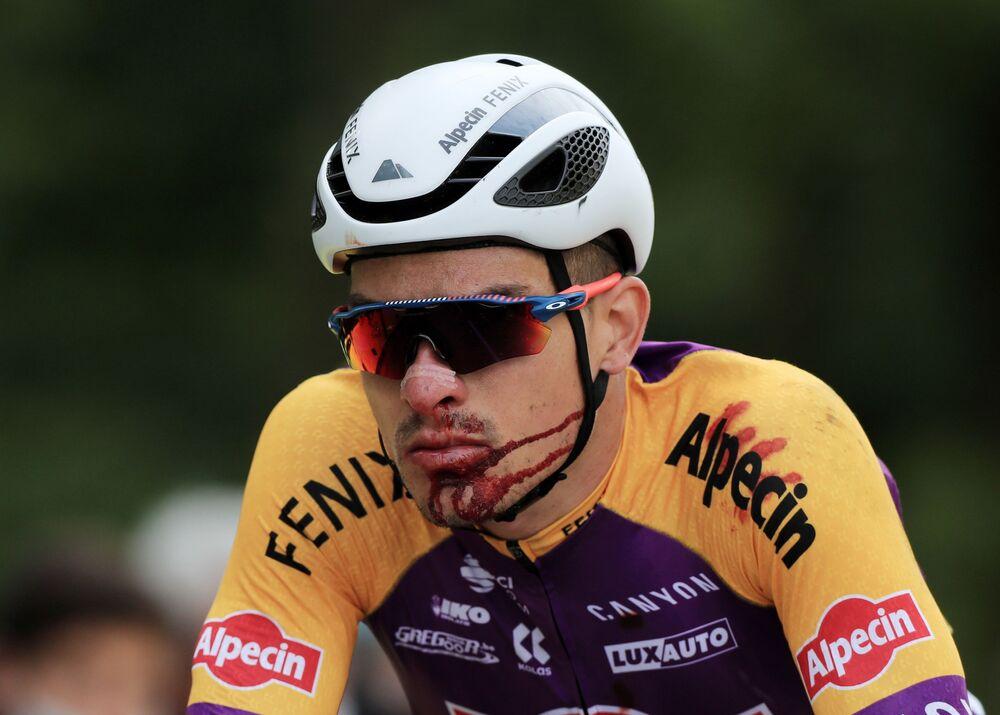「ツール・ド・フランス」の第1ステージでクラッシュに巻き込まれたイタリアのクリスティアン・ズバラーリ選手