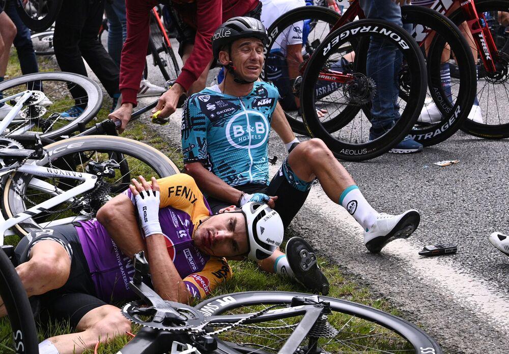 「ツール・ド・フランス」の第1ステージでクラッシュに巻き込まれたフランスのブリアン・コカール選手