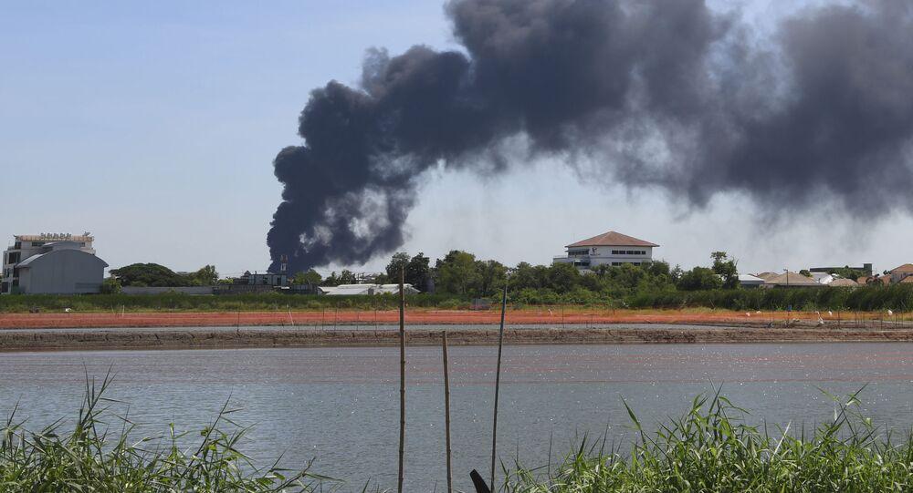 タイ バンコク郊外で化学工場が爆発
