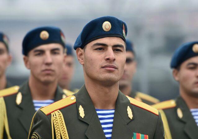 タジキスタン、軍人2万人を動員