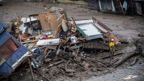 Поиск пропавших без вести после схода оползня в Атами, Япония - Sputnik 日本