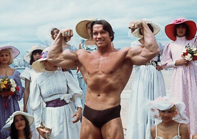 第38回カンヌ国際映画祭に出席した米国の俳優アーノルド・シュワルツェネッガー氏(1977年5月19日)