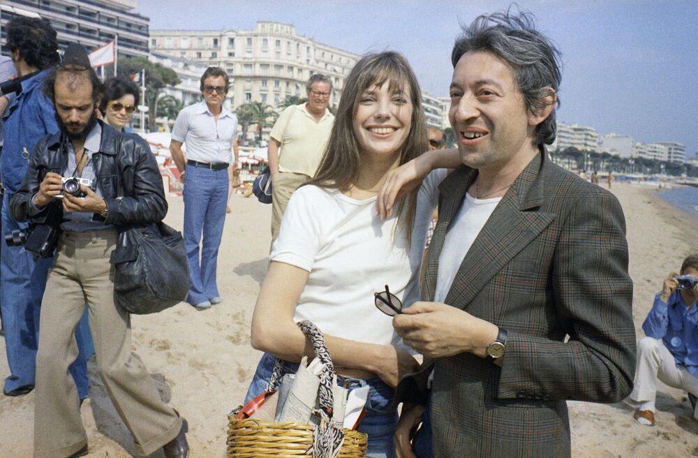 第27回映画祭に出席したイングランド出身の女優ジェーン・バーキン氏とフランスの俳優セルジュ・ゲンズブール氏(1974年5月16日)
