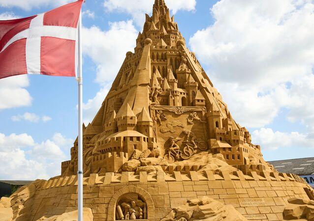 デンマーク・ブロックフスに完成した世界一高い砂の城