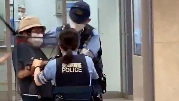 日本 女性警官のたくましさが話題に 18センチの刃物を持った男を瞬時に制圧 - Sputnik 日本