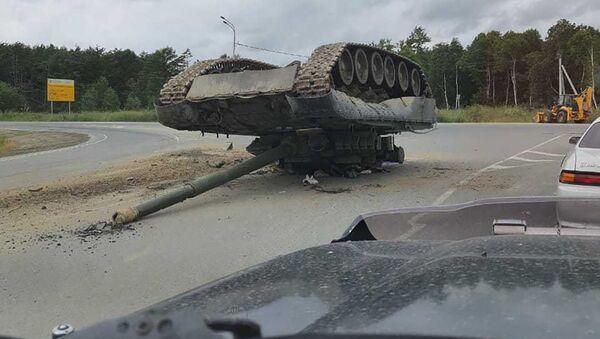 ユジノサハリンスク 道路に落とし物 輸送中の戦車  - Sputnik 日本