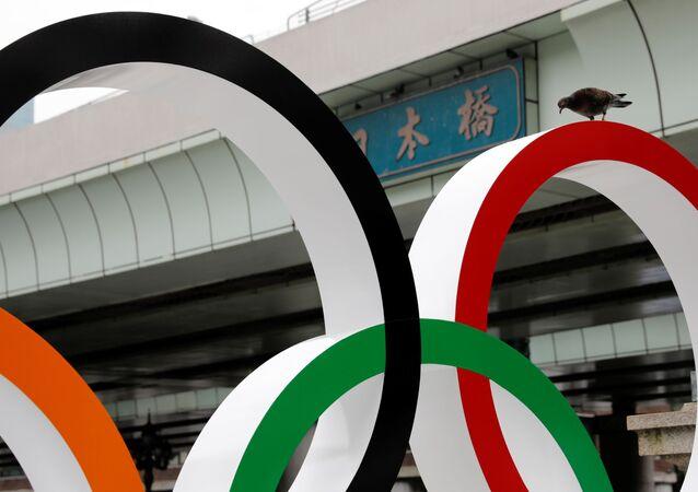 東京・中央区の日本橋に設置されたオリンピックマークのモニュメント