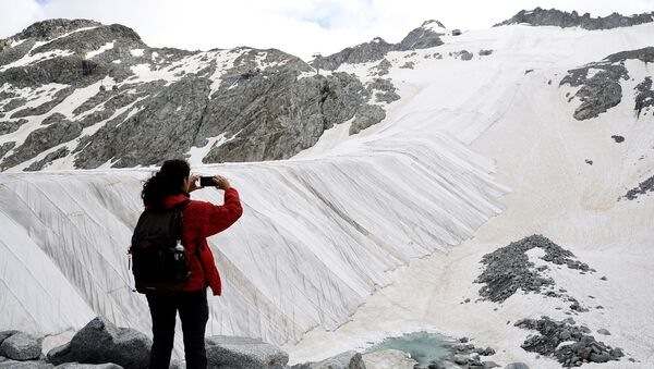 イタリアの氷河 巨大シートで溶解を防止 - Sputnik 日本