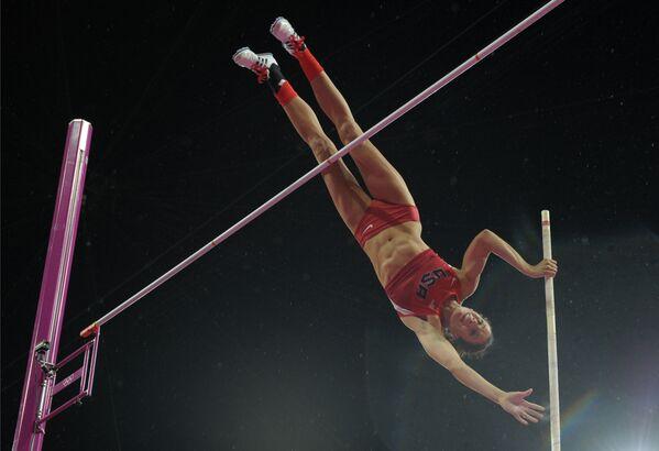 2012年ロンドンオリンピック(第30回大会)の棒高跳び決勝に出場した米国のジェニファー・サー選手 - Sputnik 日本