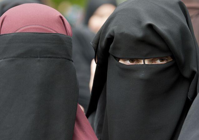 ニカブ(イスラム教徒の女性が着用するベール)