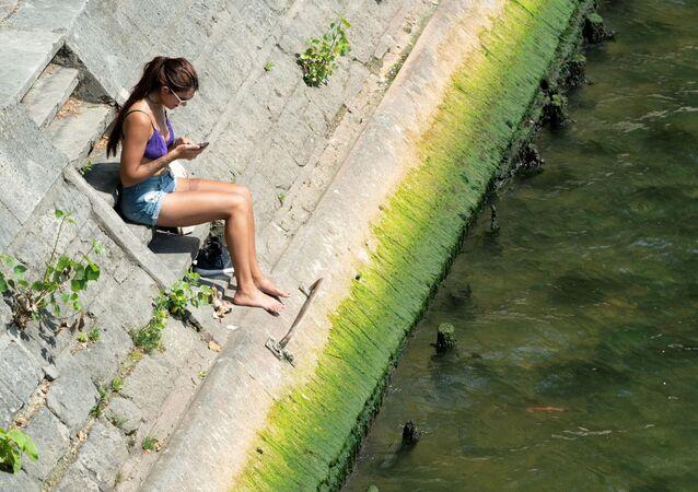 「汚くて臭い」 フランス人は2024年夏季五輪までにセーヌ川が泳げる川になることに疑問を呈している=ル・フィガロ