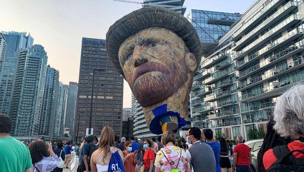 カナダ・オンタリオ州トロントの空に上げられた、高さ約30メートルのオランダの画家、ゴッホの気球 - Sputnik 日本