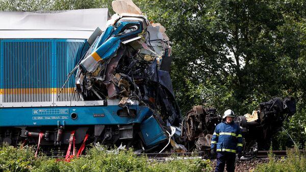 チェコ・ミラフチェ村のドマジュリツェ駅‐ブリジェリョフ駅間で発生した列車同士の衝突事故 - Sputnik 日本
