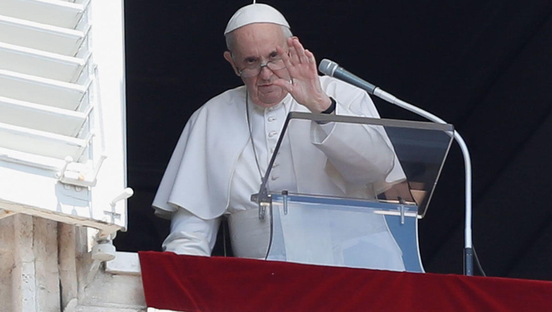 Папа Римский Франциск во время проповеди из окна Апостольского дворца Ватикана - Sputnik 日本, 1920, 06.10.2021