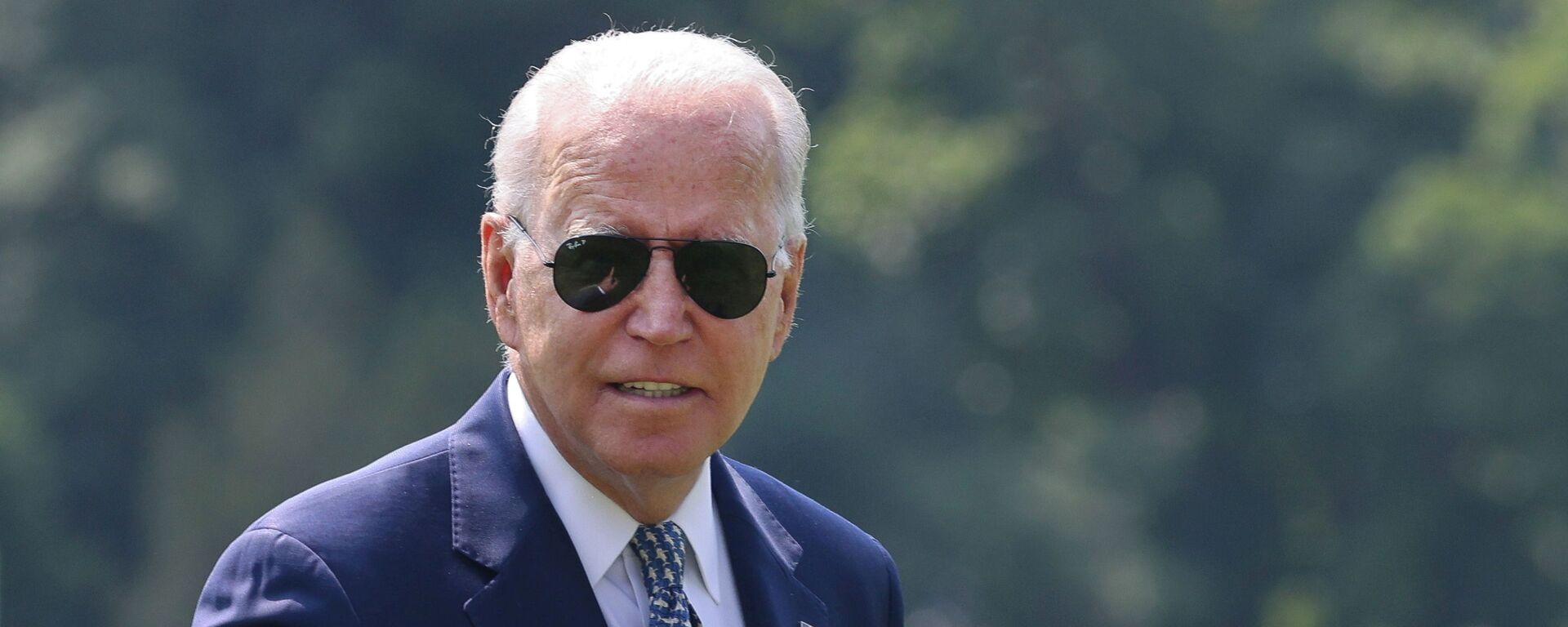 U.S. President Joe Biden gestures towards members of the media as he arrives at the White House following a stay in Delaware, in Washington, U.S., August 10, 2021. - Sputnik 日本, 1920, 23.08.2021