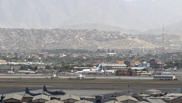 カブール空港で60人以上がタリバンに拘束 - Sputnik 日本