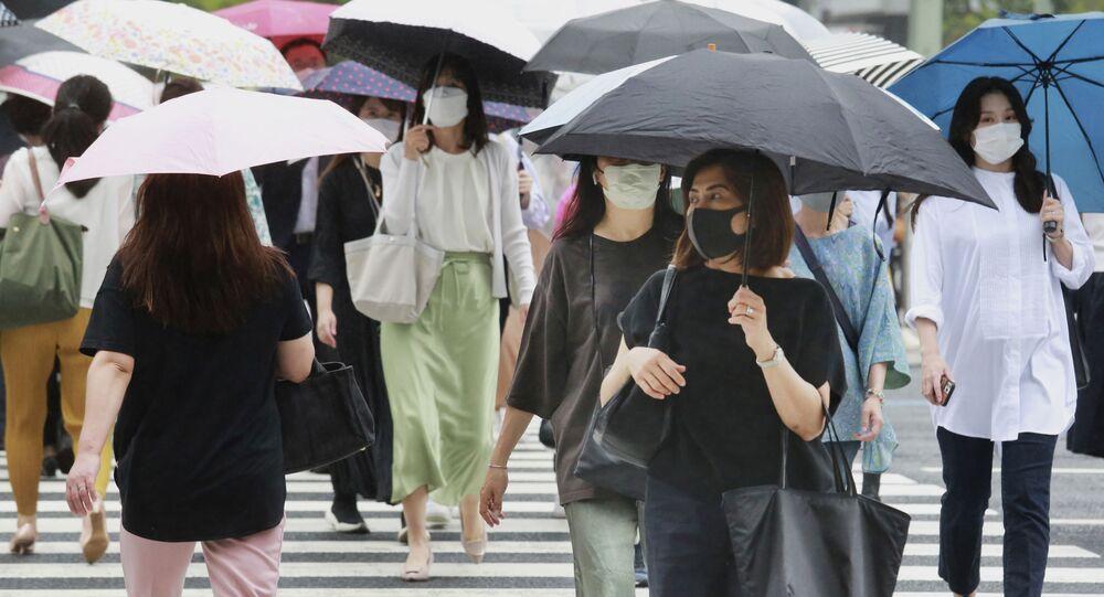 東京都、新型コロナ警戒レベルを10か月ぶりに引き下げ