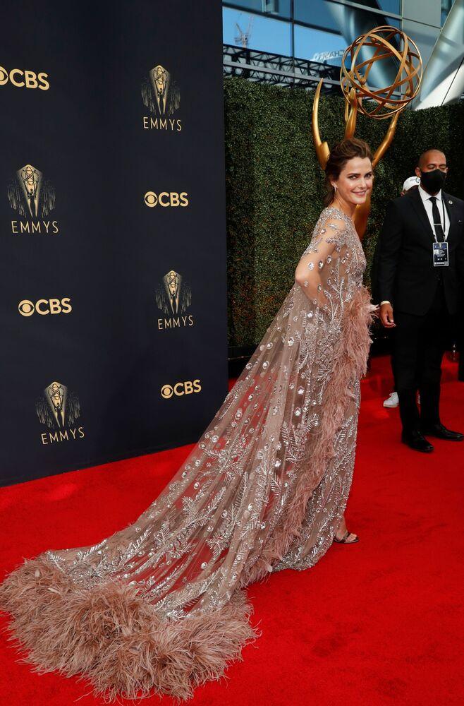 ドレス姿の米女優ケリー・ラッセルさん