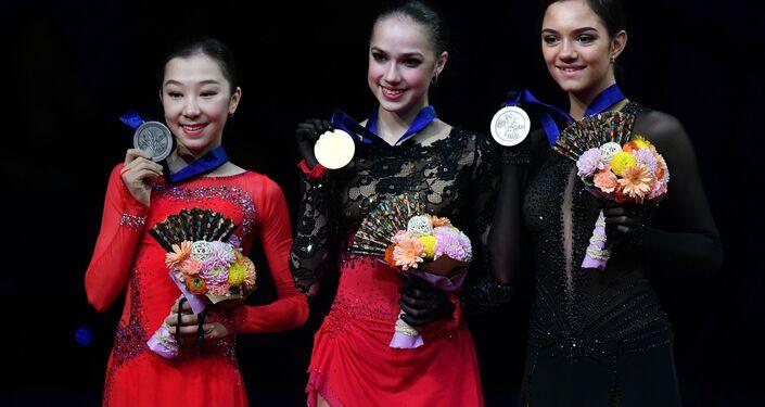 フィギュアスケート世界選手権(埼玉)に出場したエリザベート・トゥルシンバエワ選手とアリーナ・ザギトワ選手、エフゲニア・メドベージェワ選手