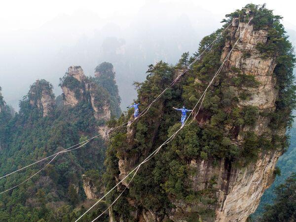 『アバター』世界のモデルになった中国・湖南省の張家界(ちょうかかい)国家森林公園 - Sputnik 日本