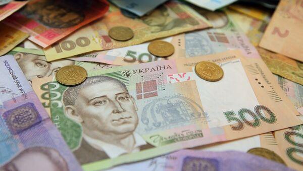 Банкноты номиналом 200 и 500 гривен в одном из обменников в Киеве. - Sputnik 日本