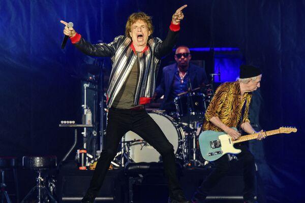 米ミズーリ州セントルイスで、米ツアー「No Filter」の初日を迎え、演奏を披露するザ・ローリング・ストーンズ(The Rolling Stones )のメンバーら - Sputnik 日本