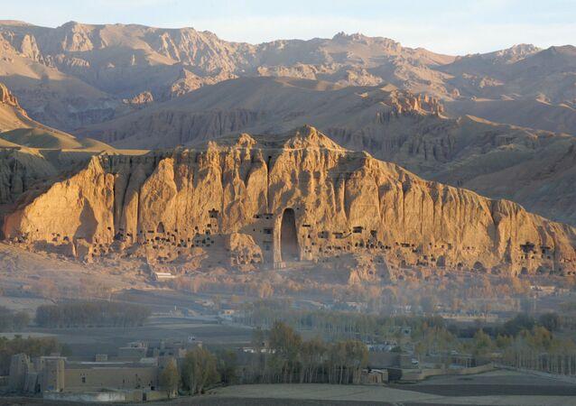 巨大石仏のあったバーミヤン渓谷