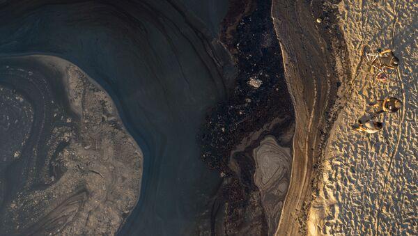 原油流出を阻止するオイルフェンス - Sputnik 日本