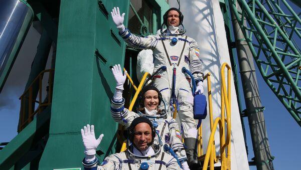 史上初! プロ俳優の撮影班がISSに到着 宇宙船のドッキング無事成功 - Sputnik 日本