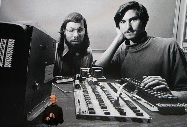 米カリフォルニア州サンフランシスコのヤーバ・ブエナ芸術センターで行われたAppleスペシャルイベントでスピーチをするスティーブ・ジョブズ氏(2010年1月27日) - Sputnik 日本