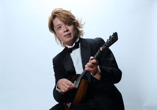 バラライカ奏者の北川翔さん