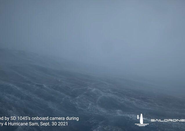 世界初 海洋ドローンがハリケーン内部の撮影に成功