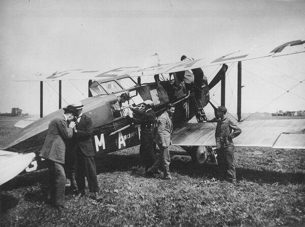 KLMオランダ航空の最初の飛行機の一つ、エアクラフト&トランスポート社製のデ・ハビランド DH.80A プス・モス(1920年代) - Sputnik 日本