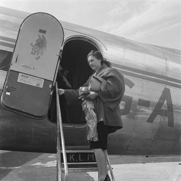 KLMオランダ航空の飛行機に搭乗する乗客 - Sputnik 日本