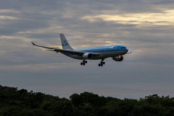 ブラジルのフォルタレザ国際空港に着陸するKLMオランダ航空の飛行機(エアバス A330-200型 - Sputnik 日本
