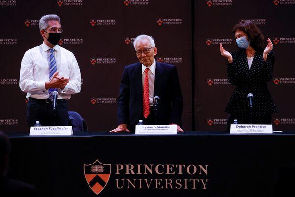 ノーベル物理学賞を受賞した、日本出身で米国籍のプリンストン大学教授、眞鍋淑郎氏(5日、米ニュージャージー州のプリンストン大学にて) - Sputnik 日本