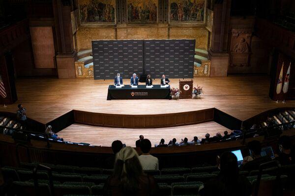 ノーベル化学賞を受賞し記者会見に臨むベンジャミン・リスト氏とデビッド・マクミラン氏(6日、米ニュージャージー州プリンストにて) - Sputnik 日本